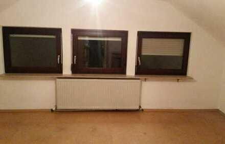 Stilvolle, renovierte 2-Zimmer-Dachwohnung mit Einbauküche in Horkheim
