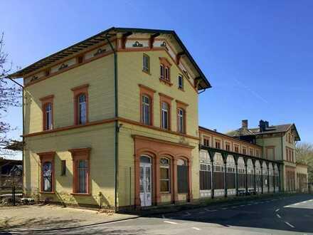 Bahnhofsgebäude im spätklassizistischen Baustil