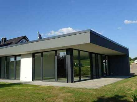 Sonniges Architektenhaus im Bauhausstil in ruhiger Lage in Groß Schneen
