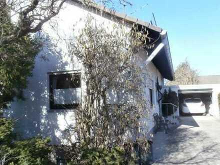 Galeriehaus mit schön angelegten Garten und Garage in Nürnberg - Brunn