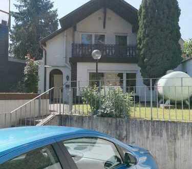 Schönes Haus mit 4,5 Zimmern in Bingen / Bingerbrück - Einzug zur Apfelernte