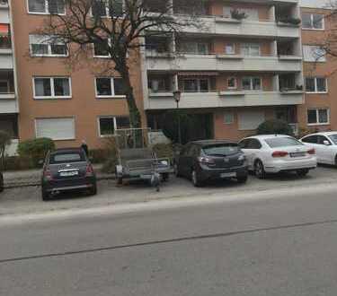 Renovierte 3-Zimmer-Etagen-Balkon-Wohnung, München-Obersendling ab sofort zu vermieten.