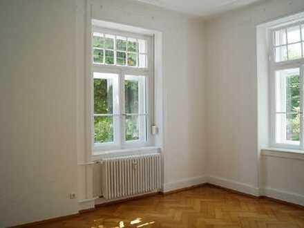 Frisch renovierte 4-Zimmer-Altbauwohnung mit einem ganz besonderen Flair!