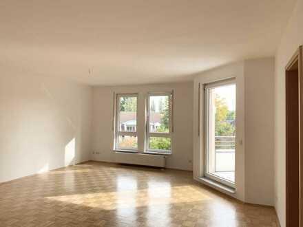 Wunderschöne Vier-Zimmer-Wohnung mit Sonnenbalkon und Tiefgaragen-Stellplatz.