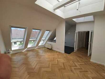 wunderschöne lichtdurchflutete Dachgeschosswohnung