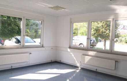 Helle Büroräume in gepflegtem Gebäude
