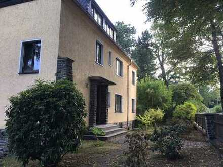 Dachgeschoss +++Einbauküche+++ Laminat +++ ruhig+++sonnig+++Villenviertel+++Garten