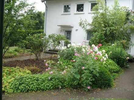 Reiheneckhaus Rheinnähe mit fünf Zimmern in Düsseldorf, Golzheim