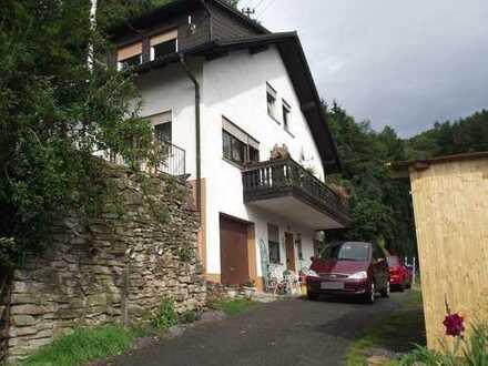 Zweifamilienhaus mit Praxisräumen und eigenem Wald direkt am Haus im Sensbachtal