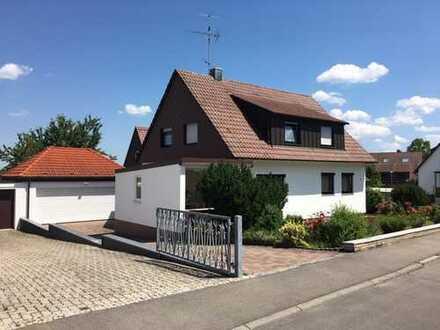 Zweifamilienhaus mit Doppelgarage in Darmsheim zu vermieten