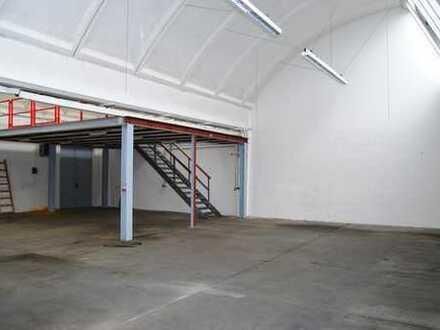 Produktions- oder Lagerhalle mit Parkplätzen (zusätzl. Büros möglich) Kein KFZ!