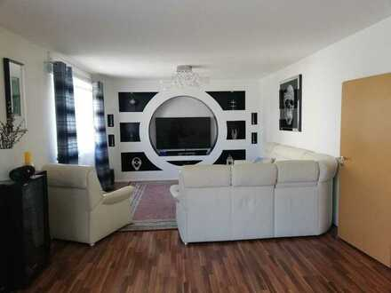 Modernisierte 4-Raum-Wohnung mit Balkon und Einbauküche in Bühl