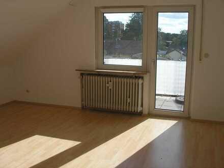 2-Zimmer-Wohnung in DG mit Balkon und EBK, in Langen