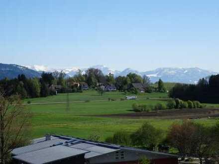 Ganz besondere, helle Wohnung nahe Lindau mit Potential