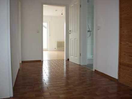 Modernisierte 3-Zimmer-DG-Wohnung mit Balkon und EBK in Weingarten