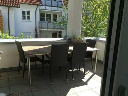 freundliche 3-Zimmer-Wohnung mit Einbauküche und Balkon, Tiefgarage und Keller in Ehingen