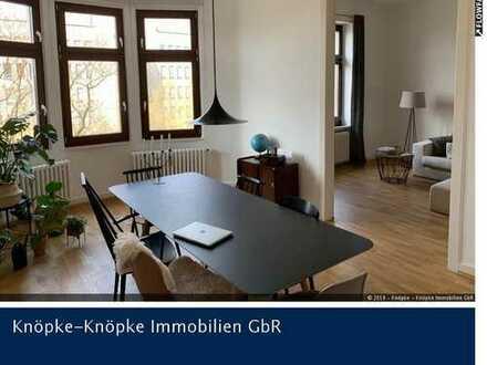 Düsseltal: 4-Zimmer-Altbauwohnung mit großer Wohnküche und Balkon