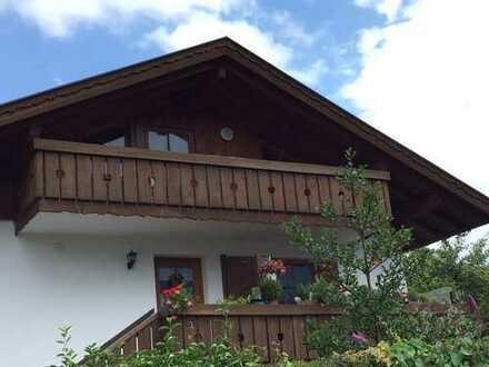 Gepflegte -2- Zimmer DG-Wohnung mit sep. EBK, großz. Balkon mit freiem Blick ins Estergebirge