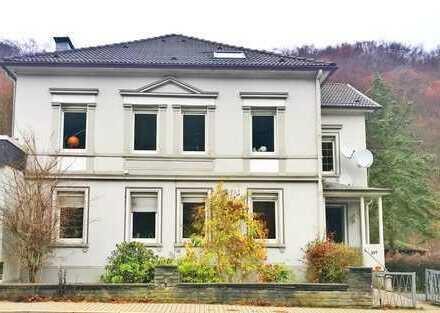 Solide Kapitalanlage: Mehrfamilienhaus mit 4 Wohneinheiten & großem Waldgrundstück in Altena