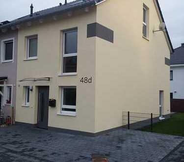 Schöne Doppelhaushälfte mit fünf Zimmern in Mainz-Bingen (Kreis), Lörzweiler