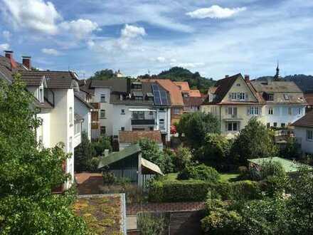 Zentrale 3-Zimmer DG-Wohnung mit Altbauflair und wunderschönem Ausblick ++ auch als Studenten-WG ++