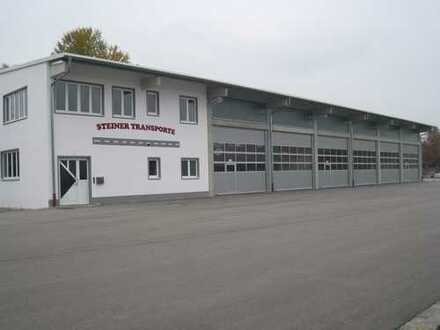 Helle Werkstatt /Produktionshalle mit großzügiger Hoffläche