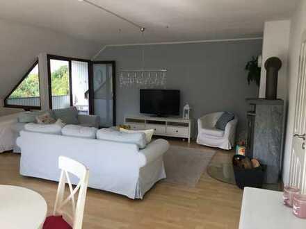 Attraktive 4-Zimmer-Wohnung mit zwei Balkonen, EBK, KfZ-Stellplätzen und Kaminofen in Kiel
