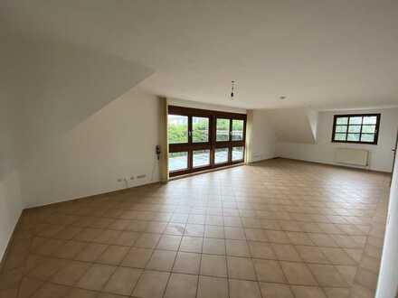 Gepflegte 4-Zimmer-Maisonette-Wohnung mit EBK in Blankenheimerdorf