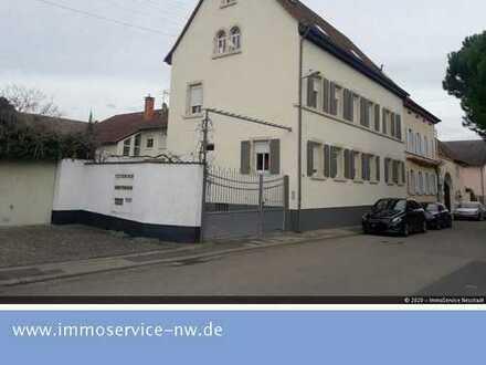 Mehrfamilienhaus mit Nebengebäude und großem Ausbaupotential im Weindorf Duttweiler!
