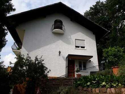Sehr schön gelegene 2,5-Zimmer-DG-Wohnung in Höchst im Odenwald