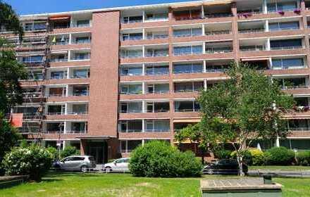 Modernisierte 2-Raum-Wohnung mit Balkon und Einbauküche in Düsseldorf, Golzheim