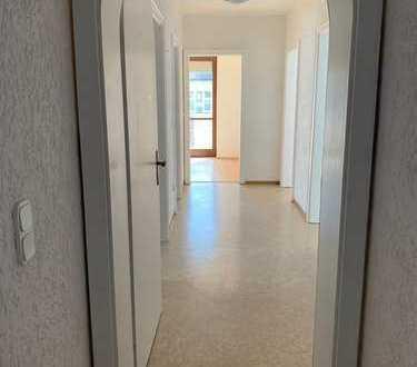 600 €, 120 m², 5 Zimmer