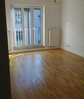 Schwabing Nähe Nordbad: Helle 2-Zimmer-Wohnung mit Wohnküche