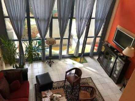 Wohnungsberechtigungsschein: Maisonettewohnung, 142 m². 4 Zimmer + Wohnraum + Küche. Garten.