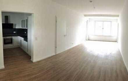 Wohnen direkt am See! Hochwertige 3-Zimmer-Wohnung mit EBK und Fahrstuhl