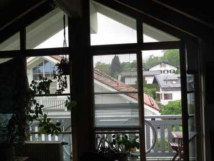 Neuwertige 2-Raum-Dachgeschosswohnung mit Balkon und Einbauküche in Murnau