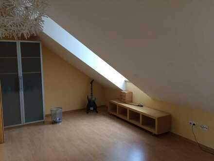 2-WG-Zimmer in EFH mit eigenem Bad und eigener Küche an nette Mitbewohner - gerne auch älter