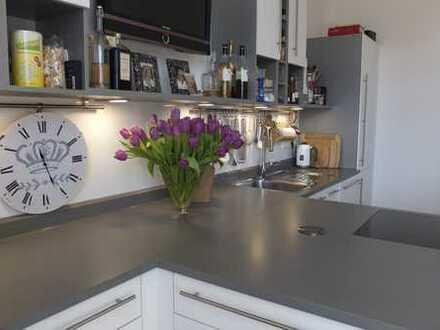 Belle Etage: 5 Zimmer Whg: Luxus-Küche, Parkett, Terrasse, Innenstadt und Parkplätze!