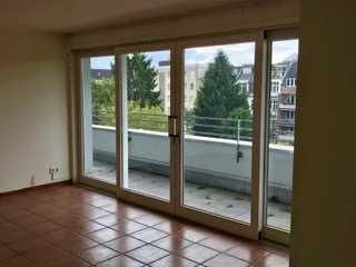 Gepflegte 2-Zimmer-DG-Wohnung mit Balkon in Weidenpesch, Köln