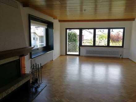 Erstbezug nach Komplett-Sanierung: Freundliche 5-Zimmer-Wohnung, 134 qm in Siegelsbach
