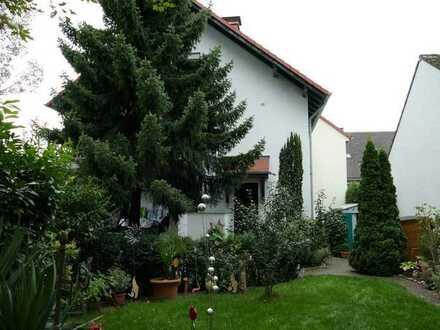 5-Zimmerwohnung mit ca. 200 m² Garten in Zweifamilienhaus! Seltene Gelegenheit im schönen Arheilgen!