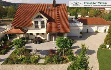 Traumlage: Beeindruckendes Wohndomizil mit 4 Garagen u. Gartenperle am Main-Donau-Kanal von Berching