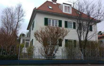 Stilvolle 3-Zimmer-Altbauwohnung mit Balkon in Aubing, München