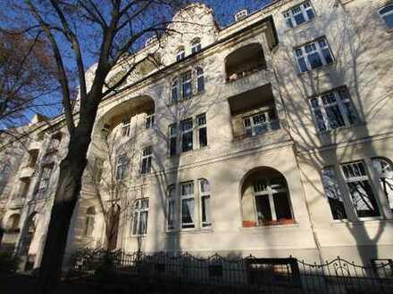 sanierte, stilechte Jugendstil- ETW mit 5 Zimmern, EBK & PKW Stellplatz direkt am Stadthalleng