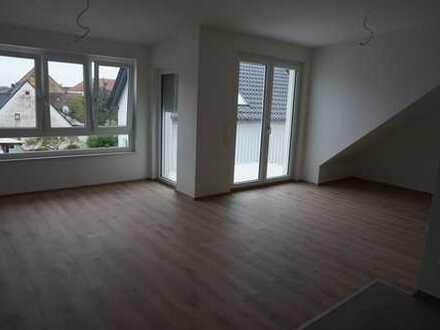 Erstbezug, helle 3-Zimmer-DG-Wohnung mit Balkon und Aufzug in Gondelsheim