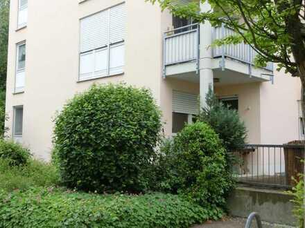 Hier wohnen Mieter gerne! Erdgeschoss mit Terrasse und Garten