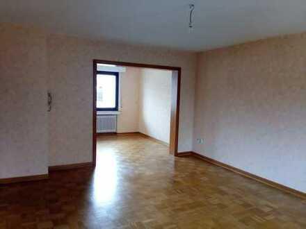 Schöne, helle Wohnung in zentraler, ruhiger Lage – Zweifamilienhaus