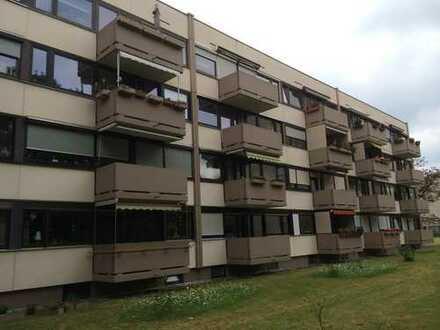 München-Untermenzing: Attraktive, gemütliche 3-Zimmer-Wohnung im Hochparterre mit sonnigem Balkon