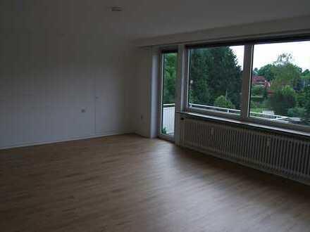 Exklusive, vollständig renovierte 3-Zimmer-Wohnung mit Balkon und EBK in Niendorf, Hamburg