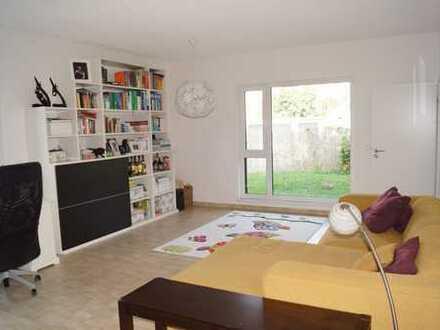 Traumhaft schöne Wohnung mit Sauna und eigenem Garten, ruhige Lage in City-Nähe.